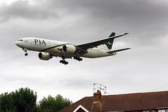 AP-BGJ (FabioZ2) Tags: londra pia boeing 777240er cn33775 atterraggio