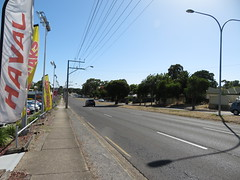 Plaza Auto (former Holden dealer) - North East Rd, Valley View (RS 1990) Tags: adelaide teatreegully modbury valleyview southaustralia northeastrd friday 19th january 2018 plazaauto former holden car dealer haval mahindra