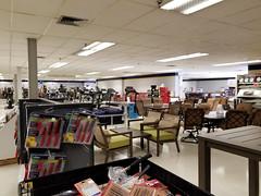 Sears Outlet - Livonia, MI (Nicholas Eckhart) Tags: america us usa sears outlet store retail 2017 michigan mi detroit livonia