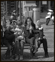 finger (Jan Herremans) Tags: bw belgium chips gent bench