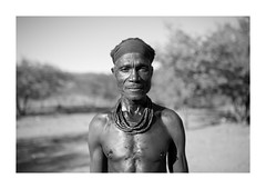 Himba Tribe - Namibia (Vincent Karcher) Tags: vincentkarcherphotography africa art beauty blackandwhite culture documentary himba himbatribe human indigenous kaokoland kuneneriver namibia namibie noiretblanc nomade people portrait project reportage rue seminomad street travel tribal voyage world