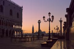 Piazza San Marco (gaetanovalentini) Tags: piazza san marco venezia venice veneto italia italy sunrise platz square sony a7 alba