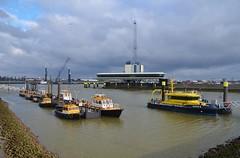 Verkeerscentrale Rotterdam Botlek (Hugo Sluimer) Tags: portofrotterdam port haven onzehaven botlek landtongrozenburg landtong nlrtm nederland zuidholland holland