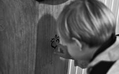 ❤️ gravé dans le bois (nicolaspetit7878) Tags: gravé sculpté intérieur personne cinematic émotion scène portrait 50mm nikon nb bw noirblanc blackandwhite noiretblanc blackwhite children bébé enfant doigt main bois cœur flickrfriday myheartwillgoon inexplore explore flickr