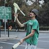 (Pía McCoy) Tags: calle men boy hombre árbol rótulo malabarismo clavas chile argentina