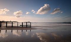 Sérénité ... (Eric DOLLET - Ici et ailleurs) Tags: ericdollet bretagne saintmalo plage nuage fabuleuse