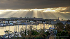 Beaming (PAUL YORKE-DUNNE) Tags: plymouth stonehouse stonehousecreek sunrise beams water tide clouds sky