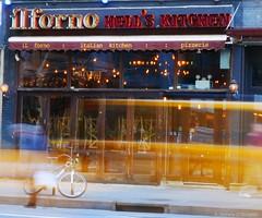 Stéphanie CC Bourgeois NYC Street 31 © (Stéphanie Bourgeois) Tags: rain newyork skyscrapper highline brooklyn bronx greenline statueofliberty hudson newjersey usa streetshots streetfood traffic blackwhite bw yellowtaxi peopleofnyc peopleofnewyork graffitis streetart speed restaurant food sign bike thebigapple