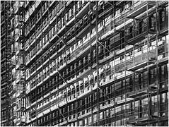 framework (heinzkren) Tags: schwarzweis blackandwhite monochrome bw sw panasonic lumix gebäude building baustelle construction construktionzone aufzug lift linien lines pattern muster