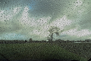 Rainy weather through the car window   <>    Regenwetter durch die Autoscheibe