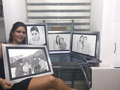 Mi alumna exhibiendo los regalos que ella misma realizó para su familia. (herneysartista) Tags:
