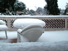 neige en Méditerranée, épaisseur sur la table ! (guy dhotel) Tags: méditerranée table terrasse