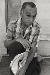 Las ventanas del alma. (jacjorge04) Tags: pobreza desamparo soledad ojos eyes lonely alone poor soul alma nikon nikond3300 blanco negro blancoynegro blackandwhite bw sansalvador enfoque 1855mm focus elsalvador sivar