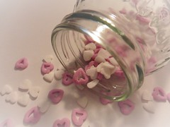 Hearts in a bottle (Hannelore_B) Tags: macro herz heart inabottle flasche bottle lebensmittel food zuckerherzen sugarhearts backen baking backzutaten bakingingredients
