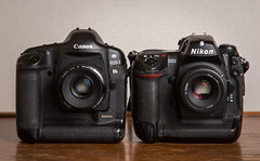 Duel // Canon EOS-1Ds (2002) / Nikon D2x (2005) (maoby) Tags: rouge collection duel comparatif test camera nikon canon pro eos1ds d2x 2002 2005