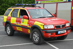 Galway County Fire Service 2004 Vauxhall Frontera Sidhean Teo L4V 04G17413 (Shane Casey CK25) Tags: galway county fire service 2004 vauxhall frontera sidhean teo l4v 04g17413 light four 4 wheel drive vehicle awd all jeep 4x4 red yellow battenburg emergency rescue man men crew officer fighter fireman firemen firefighter firestation firebrigadesociety brigade bluelights blue lights flashing flash siren sirens retained fbs mountbellew golf yankee