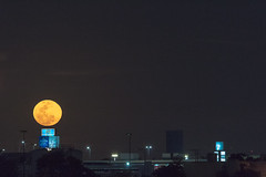 Luna llena yucateca (eit1mx) Tags: merida yucatan mexico color luna moon fullmoon lunallena moonrise noche night