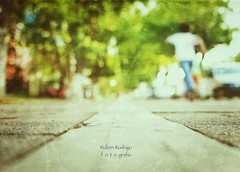 Don't stop me now (Mister Blur) Tags: blur bokeh forlife shallow depthoffield dof low pointofview kid running paseo montejo mérida yucatán méxico blurred background nikon 35mm f32