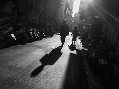 filtration (dr.milker) Tags: taiwan taipei alley nanchangroad bw blackandwhite blancoynegro noiretblanc street people contrast sunlight shadow rays 台灣 台北 南昌路 巷弄 街拍 黑白 對比 陽光 人 影子 光影 silhouette 人影