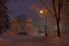 the warm cold (Sergey S Ponomarev - very busy) Tags: sergeysponomarev canon eos 70d ef24105f4lisusm landscape paysage paesaggio landschaft winter inverno snow neve rotonda frost cold warm lamps lanterns park garden city citta russia russie russland north nord 2018 january hdr highdynamicrange trees architecture viatka vyatka kirov сергейпономарев город пейзаж зима снег мороз холод парк сад архитектура фонари лед ночь вятка киров россия европа europe notte night