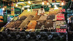 Frutos secos / Nuts (jfraile (OFF/ON slowly)) Tags: frutossecos nuts marrakech streetphotography people noche marruecos maroc morocco mercado market jemaaelfna plaza square