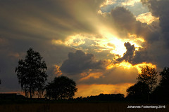 Naturbühne (grafenhans) Tags: konica minolta dynax maxxum 7d 3570 40 sonnenuntergang sonnenstrahlen himmel wolken farben color abendsonne abendhimmel grafenwald bottrop nrw