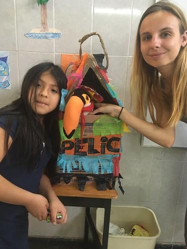 "Pelico, une pelicopine et Julie devant ""la casa de Pelico"""