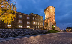 Wawel castle at blue hour (Vagelis Pikoulas) Tags: wawel castle blue hour long exposure canon 6d tokina 1628mm landscape city cityscape urban travel caslte castel fortress building architecture light lights lightroom sky autumn november 2017 holidays