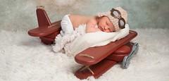 Primo viaggio in aereo con neonato: ecco alcune regole fondamentali per affrontare un viaggio sereno (Cudriec) Tags: aereo aereoconneonato babycot infantseat neonati neonatoinaereo viaggiare