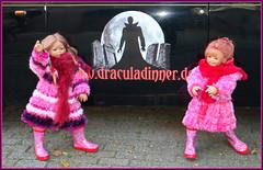 Graf Dracula gibt sich die Ehre ... (Kindergartenkinder) Tags: kindergartenkinder annette himstedt dolls tivi sanrike