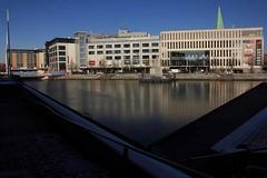 Am Bootshafen (02) (Rüdiger Stehn) Tags: 2000s 2000er kielaltstadt europa mitteleuropa deutschland germany schleswigholstein norddeutschland kiel gebäude profanbau bauwerk canoneos550d rüdigerstehn wasser eis bootshafen bootshafenkiel 2017 kielvorstadt neubau