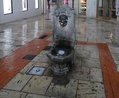 Burgos fuente en la calle (Rafael Gomez - http://micamara.es) Tags: burgos escultura en la calle fuente surtidor de agua fuentes artisticas