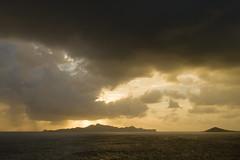Sunset in Tobago Cays (JR-pharma) Tags: caraïbes sailing sail catamaran croisière caribbean caraibes antilles grenadines svg saintvincent saintvincentgrenadines saintvincentandgrenadines lesserantilles cocotiers westindies west indies cocotier tropiques tropical wi antillas canon eos 500d canon500d classic island île tamron 1735 f284 tamron1735 tobagocaysnationalpark nationalpark tobagocaysmarinepark tobagocays tobago cays jamesby jamesbyisland jamesbyislet