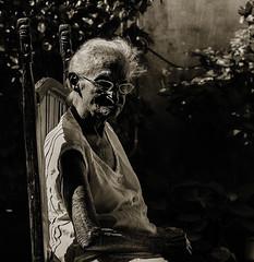 Tia Flora (fotografacubana) Tags: retrato blancoynegro anciana cuba sentada abuela persona silla jardín