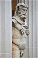 Metropolitan Art Museum II (Miros [SCL]) Tags: museum met metropolitanartmuseum nyc nuevayork usa sculpture malesculpture