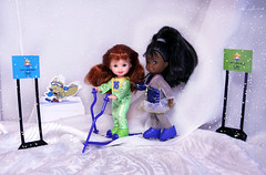 Salt Lake 2002 Lorena and Kelly dolls (alenamorimo) Tags: olympicgames barbiedoll dolls kellydoll barbiecollector winter snow