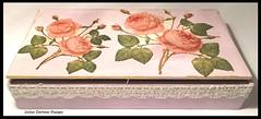 rózsás fa doboz JULIACARINADESIGN (JÚLIA CARINA DESIGN) Tags: szivardoboz ujrahasznositas fadoboz festett rózsás szalvétatechnika csipkés rózsa virág julia carina design painted rozse box madeinhungary lace csipke pink rózsaszín arany handmade shabbyhome shabbychickstyle antique rose flower home decor shop romantic handmadeproduct homewear angel gold girlyhome egyedi kézzelkészült angyalos váza virágtartó dekopage pa