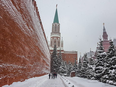 The walls of the Kremlin (Tony_Brasier) Tags: moskva moscow russia ru snowing cold kremlin trees samsung s7 people peacefull photos flickr lovely location