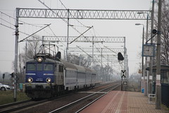 PKP IC EP07-1046 , Zębice Wrocławskie train station 16.02.2018 (szogun000) Tags: zębice polska poland railroad railway rail pkp station zębicewrocławskie engine locomotive lokomotywa локомотив lokomotive locomotiva locomotora electric elektrowóz ep07 ep071046 pkpic pkpintercity train pociąg поезд treno tren trem passenger intercity ic 64100 panorama d29132 e30 dolnośląskie dolnyśląsk lowersilesia canon canoneos550d canonefs18135mmf3556is