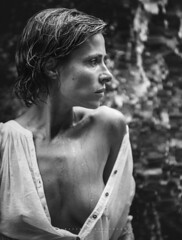 Nuria... (Raúl Barrero fotografía) Tags: seleccionar portrait water girl woman sexy beauty sensual wet