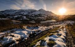 Embalse de Alfilorios (F. Julián Martín Jimeno) Tags: embalsedealfilorios pantanodealfilorios lagodealfilorios embalse pantano lago alfilorios atardecer nieve temporal2018 invierno paisajenevado nevado aramo sierradelaramo morcin asturias españa nikon d70002018 snow landscape contraluz sunset