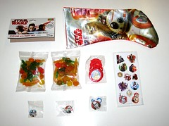 star wars the last jedi christmas stocking with party mix stickers keyring eraser badge and shooting disc park avenue 2017 c (tjparkside) Tags: star wars last jedi park avenue xmas christmas stocking toys stickers sticker sheet 2017 poe dameron rey lightsaber finn party mix disney lucasfilm chewbacca bb8 bb 8 astromech keyring first order 1st stormtrooper executioner eraser rubber pencil badge clip captain phasma blaster rifle shooting disc disk launcher droid droids kylo ren rebels reistance training praetorian guard guards with