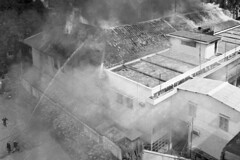 Saigon Tet Offensive 1968 - Lính cứu hỏa chữa cháy tại Đài phát thanh Saigon hôm 3-2-1968 (manhhai) Tags: pacific southvietnam vietnamwar tetoffensive tet combat saigon city urbanwarfare firefighters firedepartment smoke destruction firefighting radiostation birdseyeview rooftop vietnam