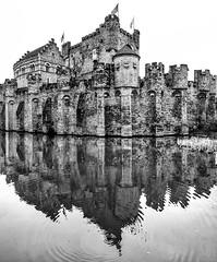 Gent castle (MAICN) Tags: 2018 castle vhs building burg wasser gent mono sw mirroring bw blackwhite monochrome schwarzweis spiegelung architecture altstadt einfarbig reflection architektur water