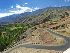 The bend.... (Lopamudra !) Tags: lopamudra lopamudrabarman lopa road landscape himalaya himalayas highaltitude highland ladakh jk india mountain mountains basgo hill highway nature beauty