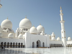 Sheikh Zayed Grand Mosque, Abu Dhabi, UAE (Norbert Bánhidi) Tags: unitedarabemirates uae abudhabi أبوظبي abuzaby mosque emirates vereinigtearabischeemirate vae emiratosárabesunidos emiratosárabes eau émiratsarabesunis éau émirats emiratiarabiuniti emiradosárabesunidos verenigdearabischeemiraten объединённыеарабскиеэмираты оаэ egyesültarabemírségek arabemírségek egyesültarabemirátusok arabemirátusok الإماراتالعربيةالمتحدة dawlatalimaratalarabiyahalmuttahidah abuzabi abudabi aboudabi aboudhabi aboûdabî aboedhabi абудаби abudzabi