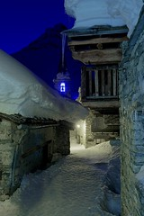 Bonneval-sur-Arc - France CH3A0166 (Ludo_M) Tags: savoie bonneval bonnevalsurarc europe europa winter snow dusk village heurebleue narrowstreet ice moutain alps frenchalps alpes dslr 5d wideangle