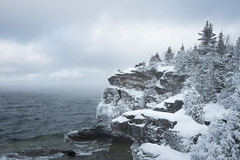 Snowfall (Aymeric Gouin) Tags: canada ontario brucepeninsula nationalpark nature landscape paysage paisaje landschaft lake huron snow neige cold froid tree arbre hiking hike park parc water lac cliff falaise travel voyage fujifilm xt2 aymericgouin aymgo