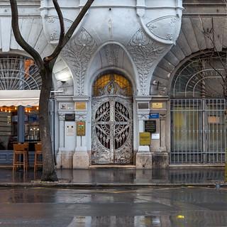 Modernista Doorway 2