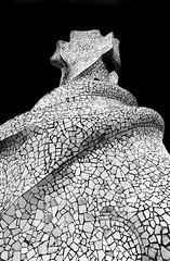 Casa Milà (gianclaudio.curia) Tags: bianconero blackwhite pellicola kodaktrix kodak rodinal ornano finost33 cameraoscura cartafotografica ilfordmultligradeivrcdeluxe ingranditore meoptaopemusmultigrade nikon nikonfm3a nikkor10525 spagna barcellona casamilà